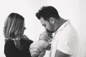 B/w family newborn